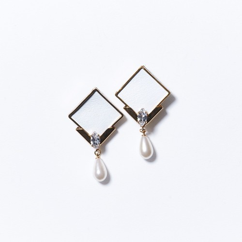 DROP PEARL LEATHER SQUARE EARRINGS(WHITE)