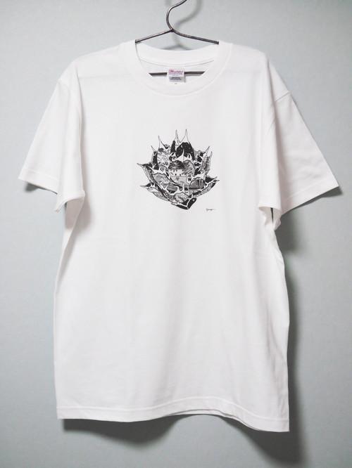 black art t-shirt titanota