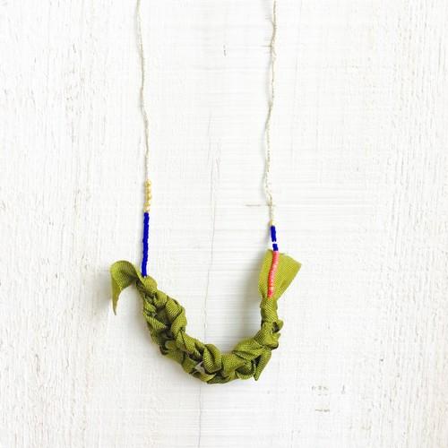 三つ編みネックレス