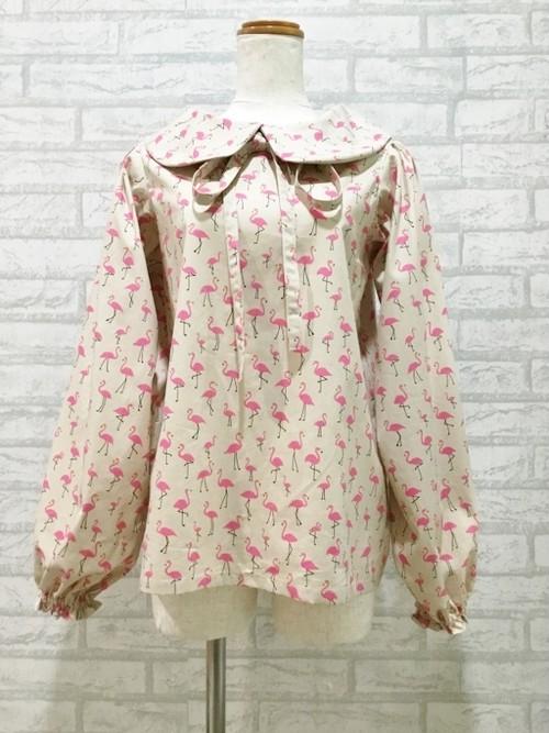 長めの長袖が高級感と上品さを演出する、フラミンゴ模様の丸襟ブラウス(ベージュ) 一点もの パフスリーブ 長袖 コットン100% ピンク 通勤 ビジネス