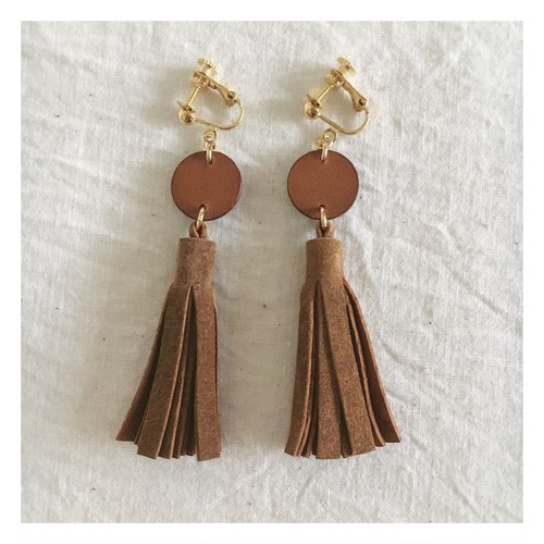 tassel-earring / light brown