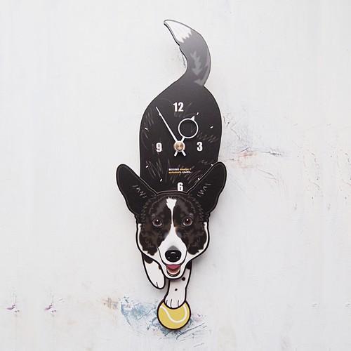 D-106 コーギー(白黒)-犬の振り子時計