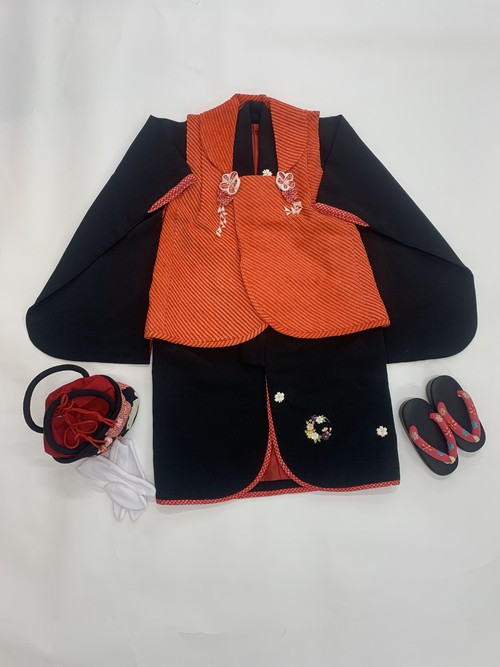 【3歳女児】七五三<レンタル> 黒着物に花輪刺繍・赤被布セット