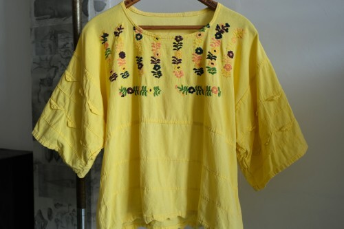 70's yellow embroidered zigzag hem pullover Top
