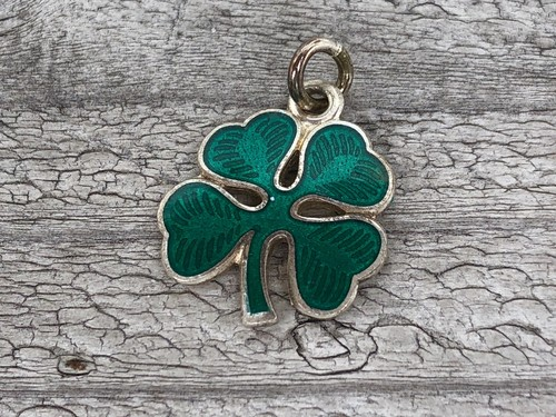 Wells Sterling Charm-Clover