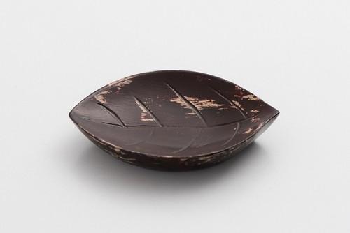 潤漆砥出豆皿(葉A)