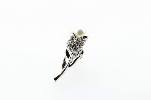 アコヤ真珠 ピンブローチ〈チューリップ〉