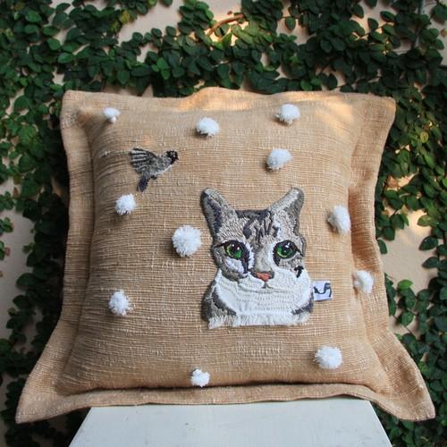 小鳥と猫の手縫いステッチクッションカバー01