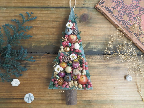 Arbre de  Noël<Berry Berry>*壁掛け*木製*クリスマスツリー*アレンジメント*プリザーブドフラワー* 花*冬の贈りもの準備*2018