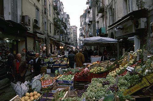 ナポリ旧市街の市場