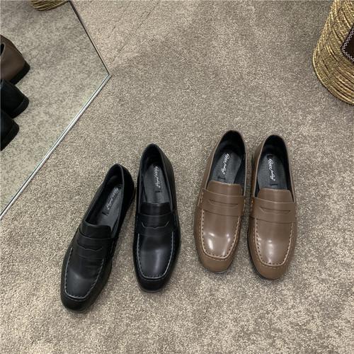 シンプルラウンドトゥローファー 革靴 ラウンドトゥ ローヒール 厚底 合皮 革 黒 ブラック 茶 ブラウン フォーマル オフィスカジュアル シンプル 無地 韓国
