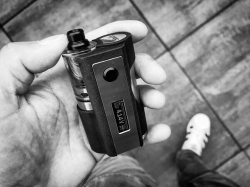 Stealth Box Mod by SunBox【CLONE】【送料無料】【PC + Stainless】【60W】【22MM】【1 x 18650】【0.91 inch OLED】【R.S.S Mods】 送料無料 未使用