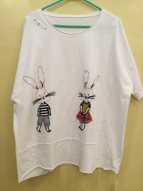 うさぎ刺繍入り ダメージTシャツ
