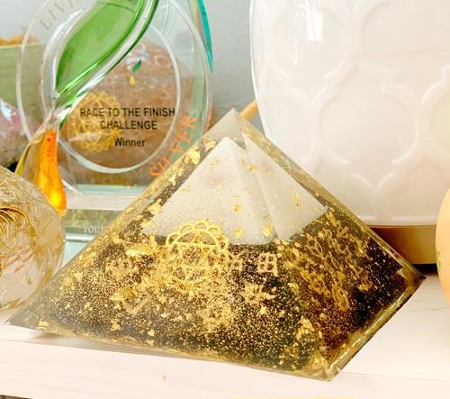 【豊か】黄金ピラミッドオルゴナイト(黄金比)