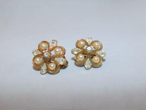 トリファリ金色パールイヤリング(ビンテージ)TRIFARI vintage earrings (made in U.S.A)