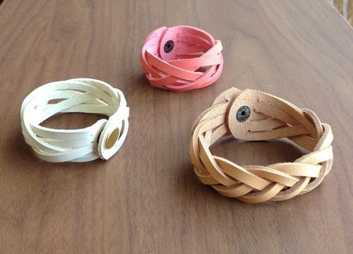 五つ編みブレスレット