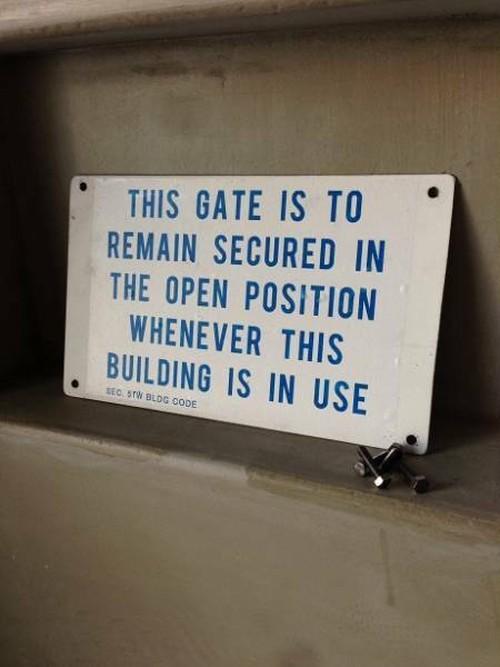 数量限定 FOISP アイアン サイン プレート 看板 標識 表示 警告 インダストリアル オーダー可能