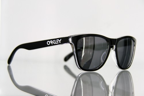 "OAKLEY ""Frogskins"" Eclipse Clear"
