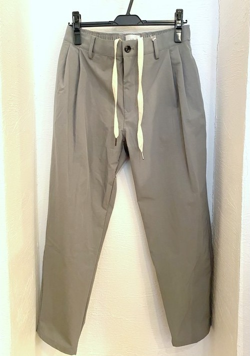 Stretch Nylon Tuck Cropped Pants Gray