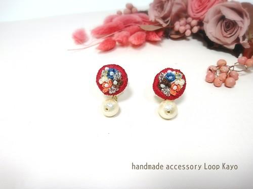 お花の刺繍とコットンパールのイヤリング○レッド