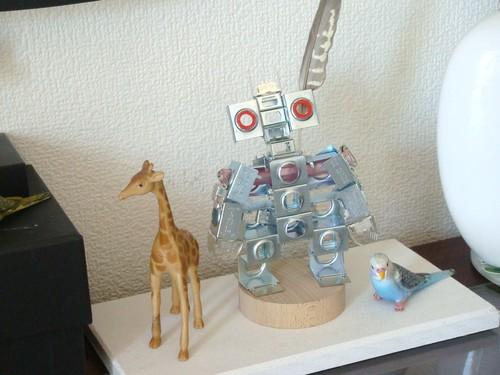 電気部品の廃材をアップサイクル!メタルロボット「Todoroki Man」1号