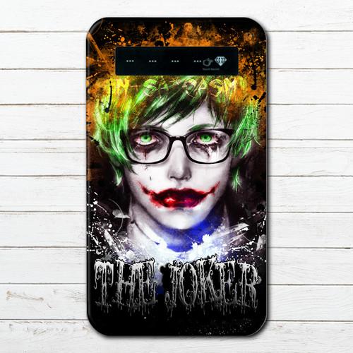 #028-015 モバイルバッテリー おすすめ iPhone Android おしゃれ メンズ セクシー ホラー スマホ 充電器 タイトル:インテリジョーカー 作:NANAICHI(ナナイチ)