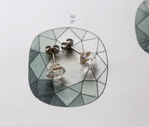 両剣水晶のピアス+標本セット【天然鉱物/チタン】