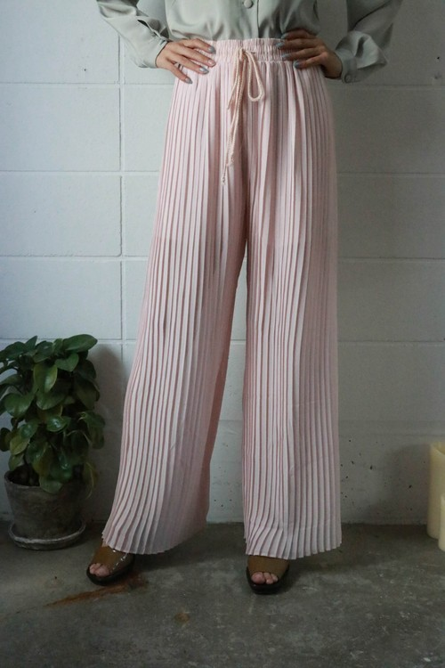 sakura pink pleated pants