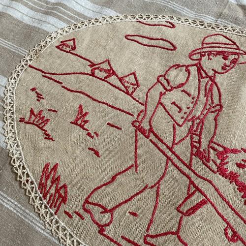 France ヴィンテージ手刺繍ドイリー・牧草運び/ uv0080
