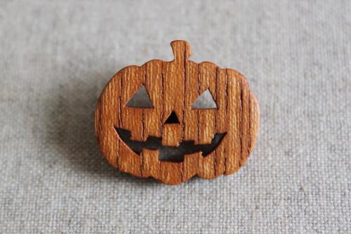 木製カボチャブローチ