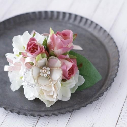 リボンの花とローズのコサージュ