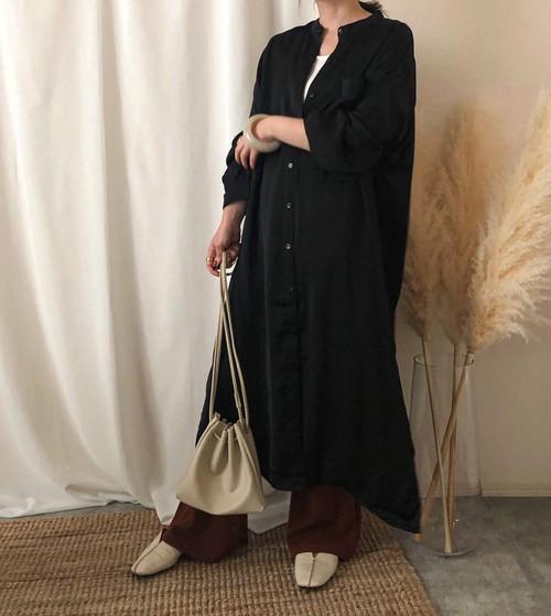 【black】マットサテンロングシャツ