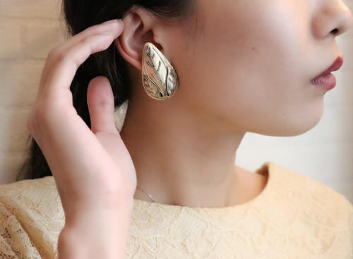 dead stock leaf gold earrings