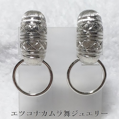 ふっくら優し気なブラタイプのイヤリングE24