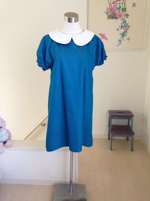 【Santorini Blue(サントリーニブルー)白襟タイプ】きれいなカラーデニムのAライン丸襟ワンピース 半袖