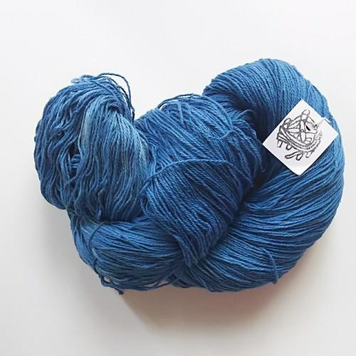 編み織りに♪草木染め糸 インド藍染 綿 オーガニックコットン4  100g
