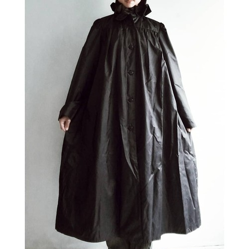EUROPE VINTAGE / Frill collar black trench.