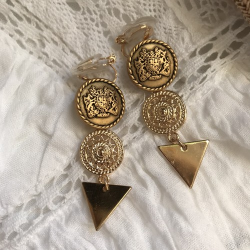 ゴールドボタンのイヤリング