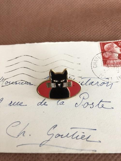 フレンチ雑貨 ヴィンテージなピンバッジ 長いひげの黒い猫 フランス