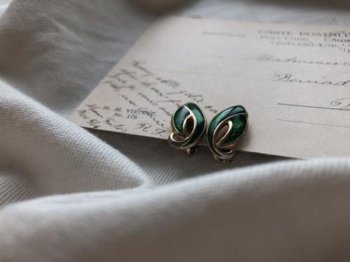 AMERICA vintage green earring