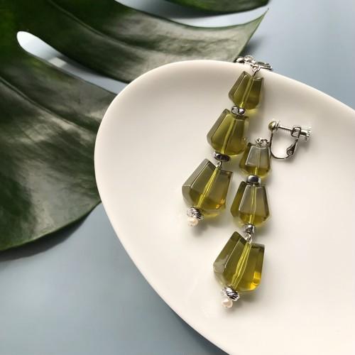 Clear khaki pierce / earring