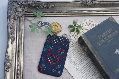 【卒入学祝い】刺繍のパスケース・ネイビー×小花