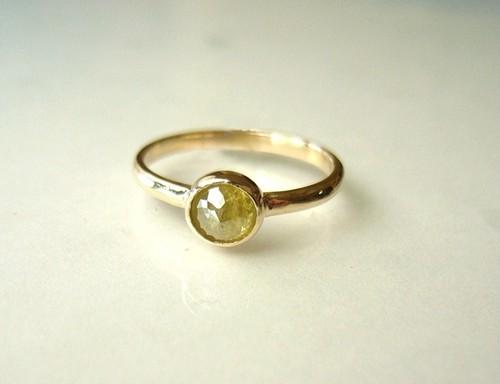 ナチュラルダイアモンドの指輪(イエローグリーン)