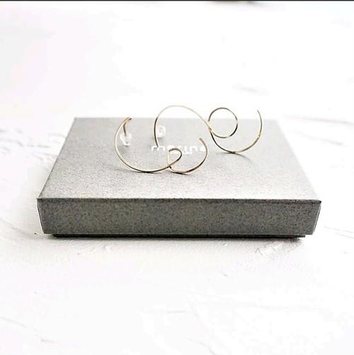 14kgf*curvy stud pierced earring / non-hole pierced earring