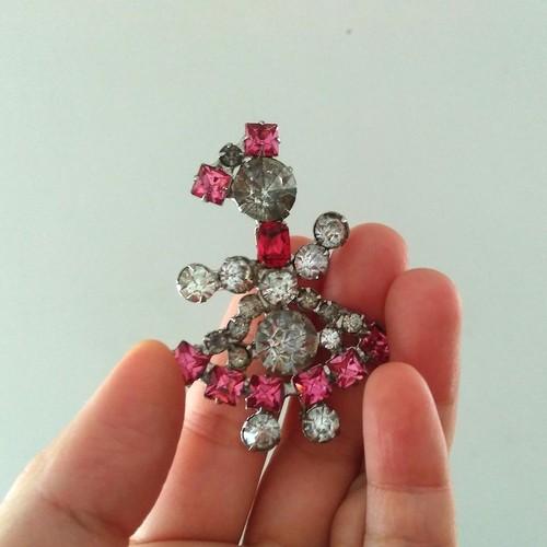 ピンク&クリアラインストーン 女の子のブローチ