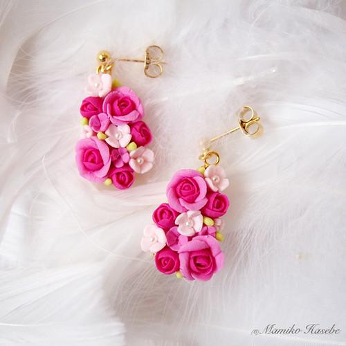 バラのドロップ型ピアス(ピンク&ゴールド)