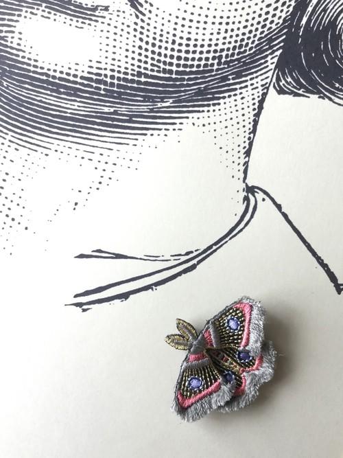 ARRO / 刺繍 ブローチ / MOTH / grey