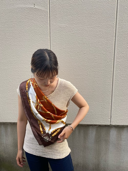 scarf brown × white
