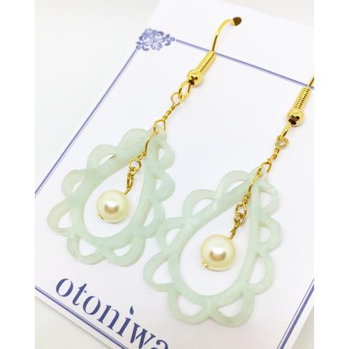 Flower × Acrylic《オパールグリーン》 ピアス or イヤリング