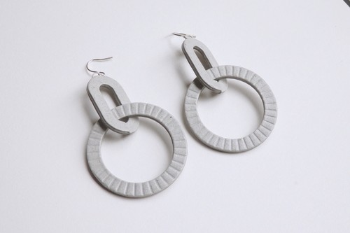 D-HOOP PIERCE / EARRING 【GRAY】